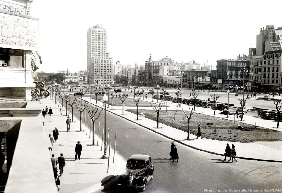 Av. 9 de Julio terminada, vista del tramo Bartolomé Mitre a Belgrano, año 1933. Archivo SSPLAN