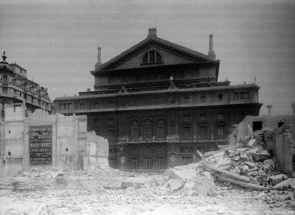 Teatro Colón, obras de demolición para la construcción de la Av. 9 de Julio, año 1950